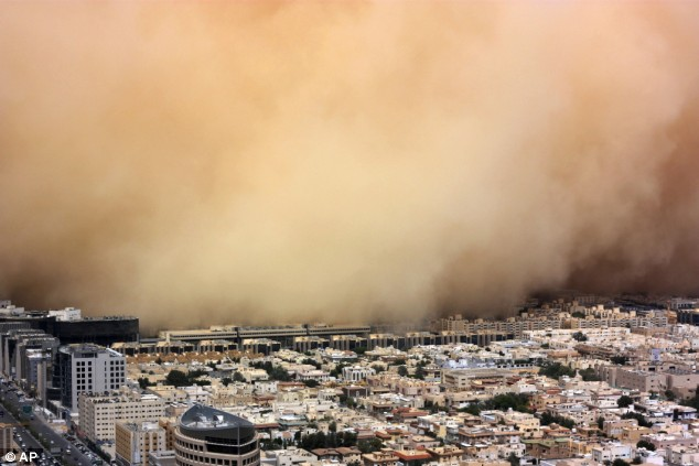 A crippling duststorm shrouded the Saudi capital of Riyadh on Tuesday, halting transportation for hours. (Credit: Jad Saab/AP)
