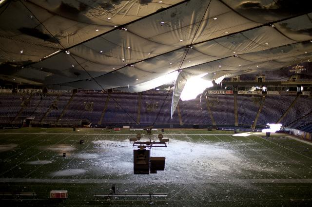 Minnesota Blizzard Collapses Metrodome Roof Photos