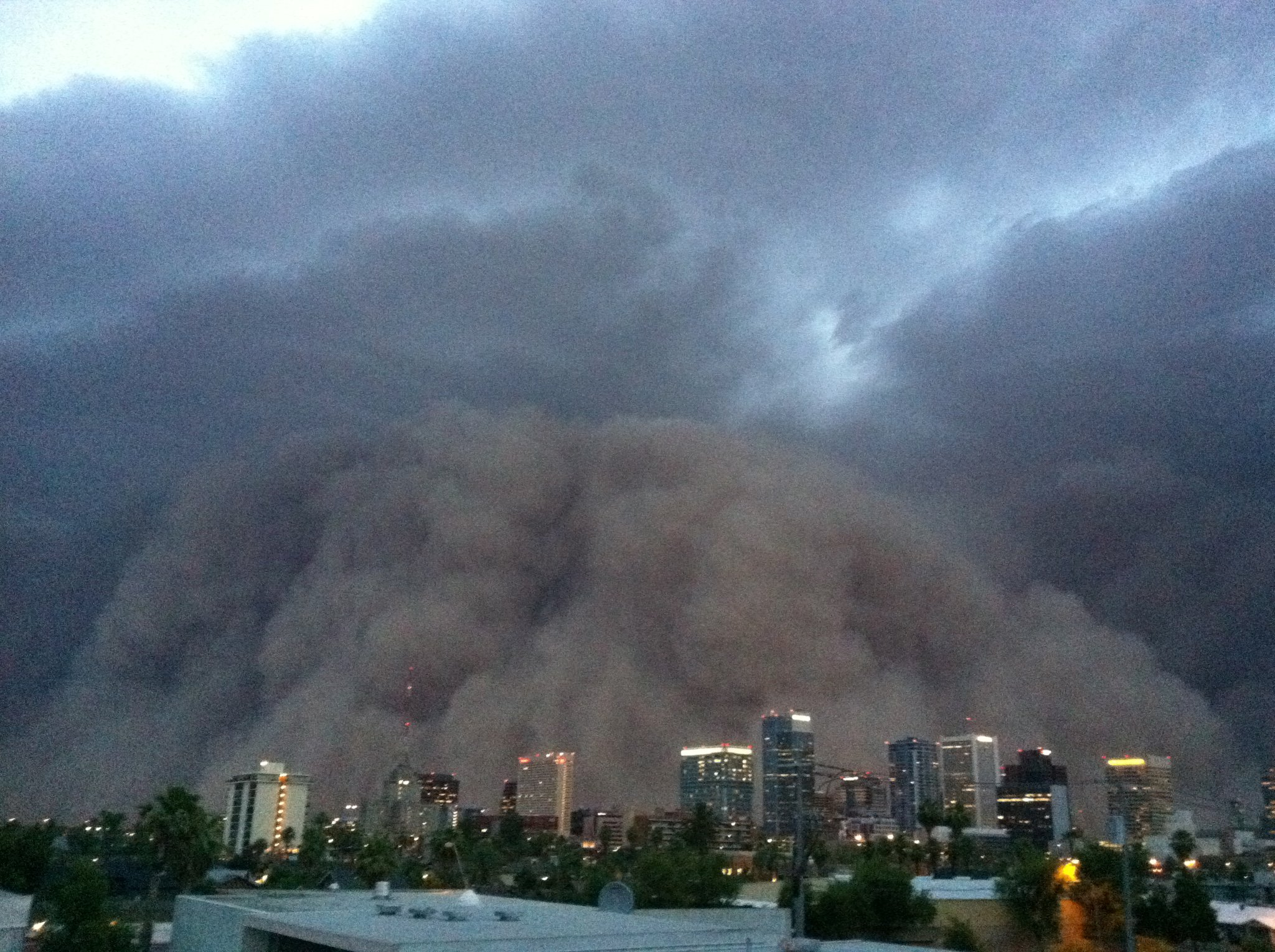 Dust storm shrouds phoenix in zero visibility for Today s interiors phoenix